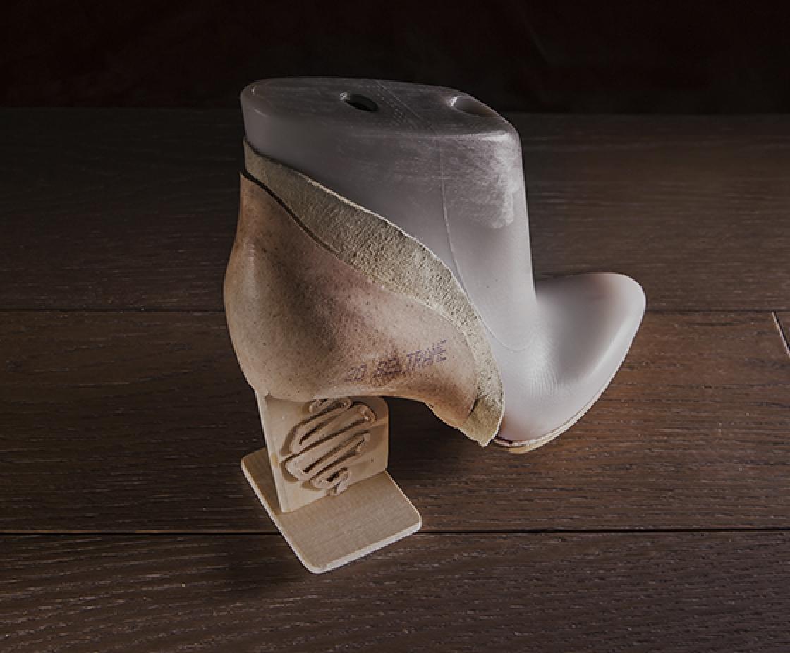 Due materiali diversi per dare maggiore sostegno alla scarpa